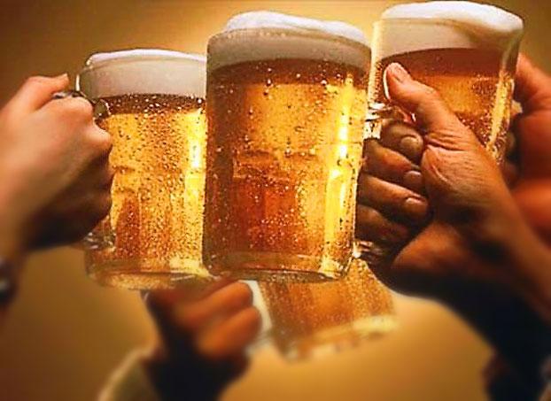 Пивной завод в Чехии, бокалы смотрят через века на вкус пива.