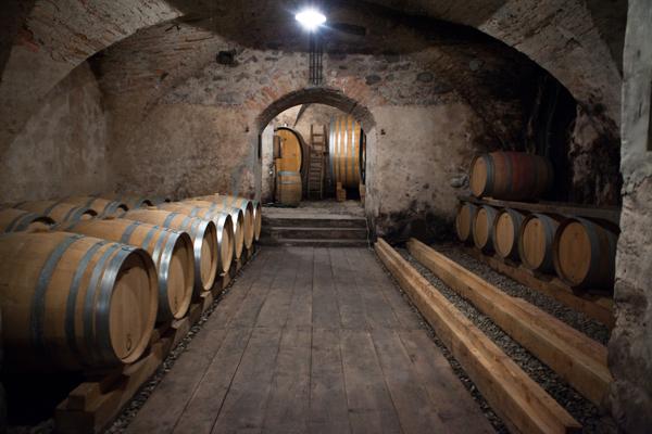 Роскошное владение – старый замок с рестораном и винным производством в Тоскане, Италия.