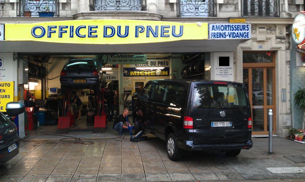 Бизнес, не требующих комментариев – центр Ниццы, оборудованная автомастерская