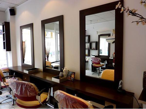 В Париже, салон красоты, эстетическая парикмахерская.
