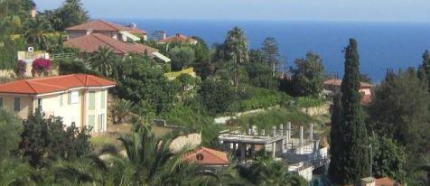 Участок с видом на море и проектом в Бюрдигере, Италия, в 10 мин. от Монако.