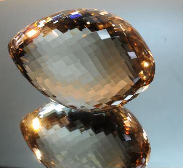 Продается уникальная коллекция из ценных камней - 17 топазов и одного берилла