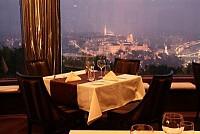 Ресторан в Будапеште, Венгрия, в буржуазном квартале с большим потенциалом.