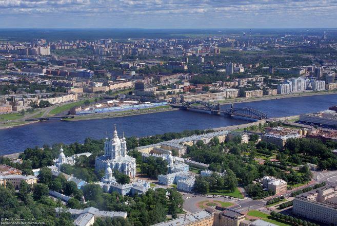 Гостиница в Санкт-Петербурге, на берегу реки Невы