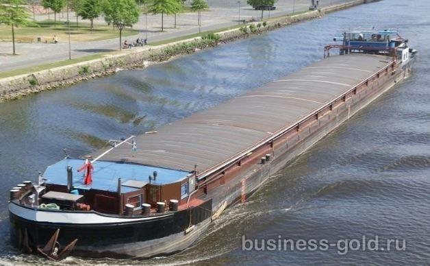 Речное судно по перевозки грузов в Европе.