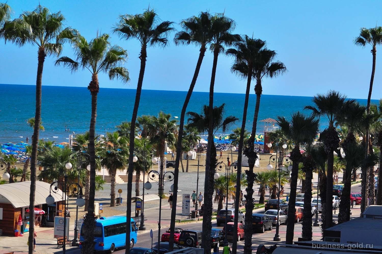 Гостиница 4**** на побережье в Ларнаке, Кипр.