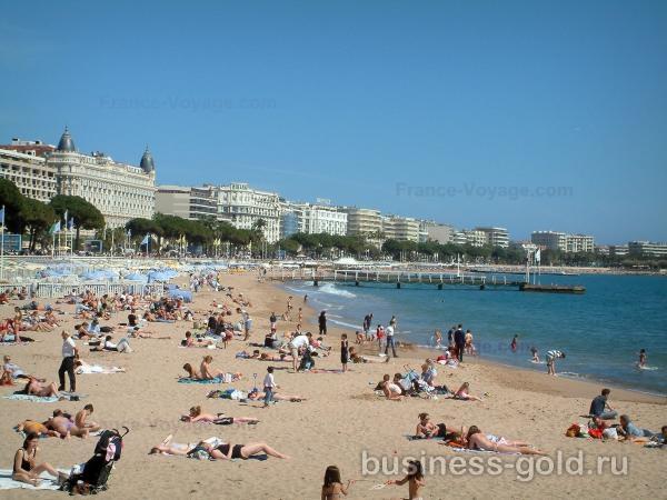 Продажа гостиницы в Каннах, бизнес и стены, рядом с Дворцом кинофестивалей и пляжами.